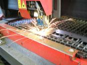 協力工場による加工 - 精密板金加工
